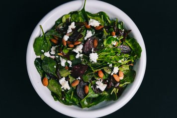 Caramelised Beetroot, spinach & goat's cheese salad (v)